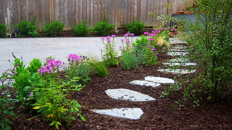 Mulch Path Backyard : GARDENWRIGHT SIX TIPS TO MAKE YOUR GARDEN GORGEOUS OVERNIGHT